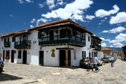 Villa de Leyva Plaza principal casa de la esquina oeste y sus calles