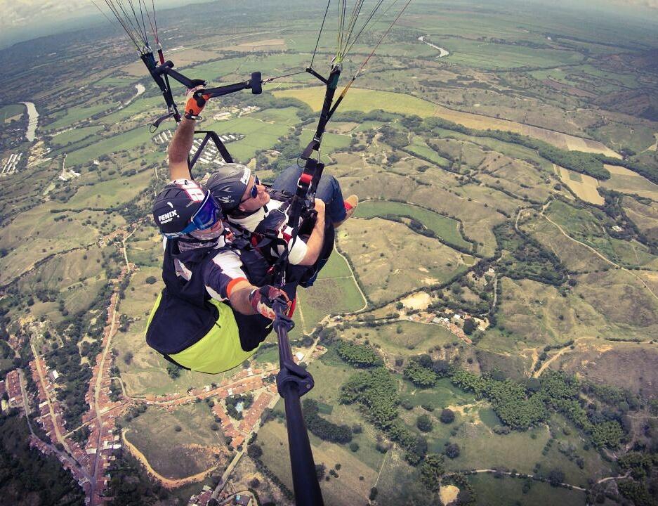 Paragliding- ColombiaTours.Travel