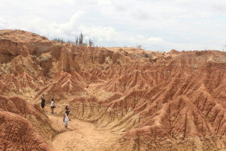 Sendero Cuzco - Caminata - Desierto de la Tatacoa - Huila Colombia
