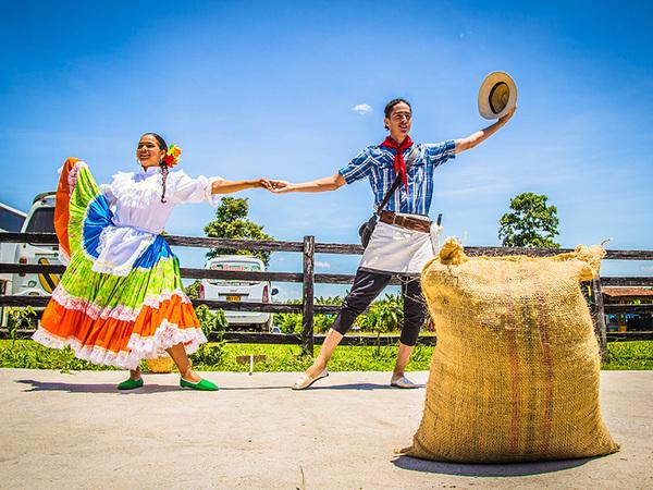 Baile-3-Eje-Cafetero-Parque-Los-arrieros